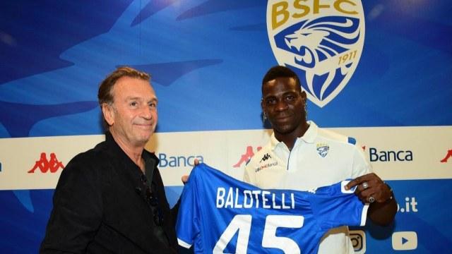 Balotelli Tanggapi Spanduk Bernada Cibiran dari Fans Brescia (125179)