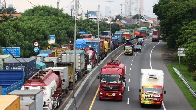 Berita Populer: Tarif Tol Jakarta ke Surabaya, Vespa Nyentrik Milik Awkarin (70082)