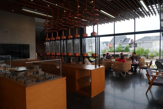 Ngopi dengan Konsep Suasana Industrial ala El's Coffee Roastery, Bandar Lampung (141197)
