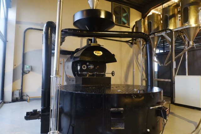 Ngopi dengan Konsep Suasana Industrial ala El's Coffee Roastery, Bandar Lampung (141198)