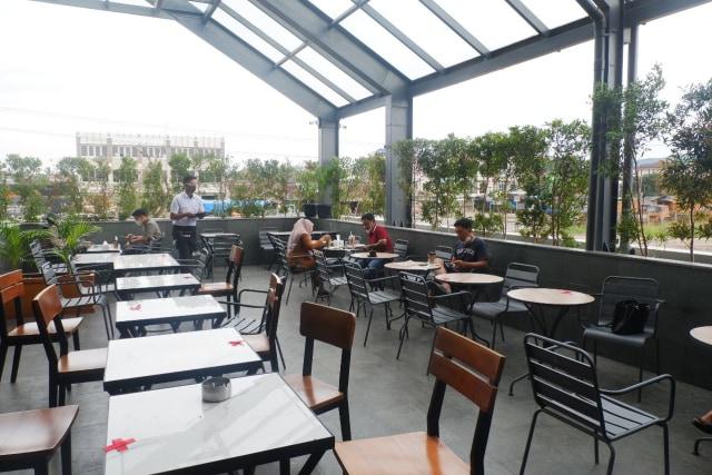 Ngopi dengan Konsep Suasana Industrial ala El's Coffee Roastery, Bandar Lampung (141199)