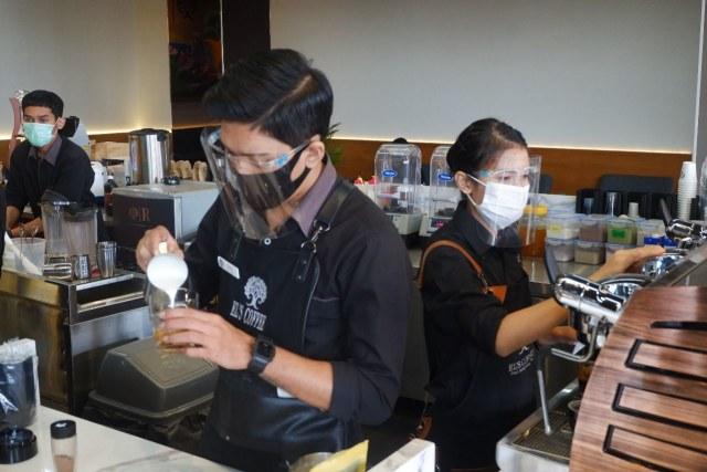 Ngopi dengan Konsep Suasana Industrial ala El's Coffee Roastery, Bandar Lampung (141201)