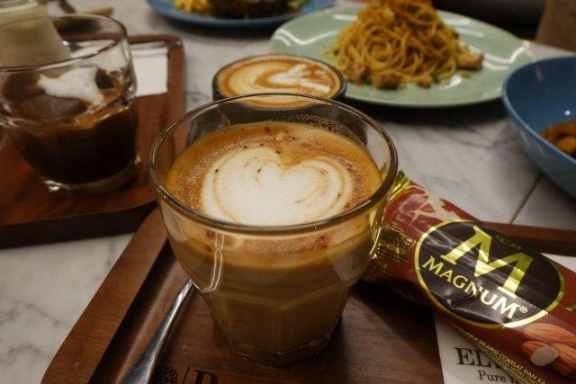 Ngopi dengan Konsep Suasana Industrial ala El's Coffee Roastery, Bandar Lampung (141203)