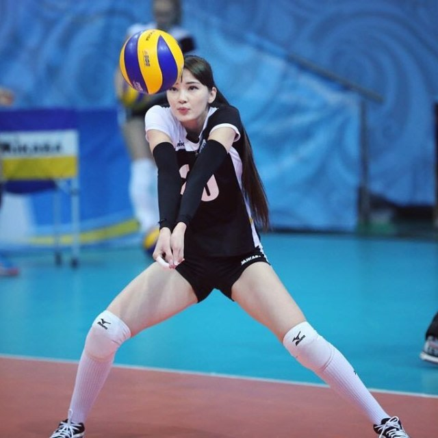 Mengenal Dinara Syzdykova, Bidadari Baru Lapangan Voli asal Kazakhstan (1)