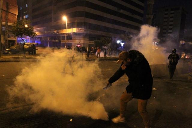Demo Tolak Lockdown di Lebanon Rusuh, 226 Orang Terluka (2)
