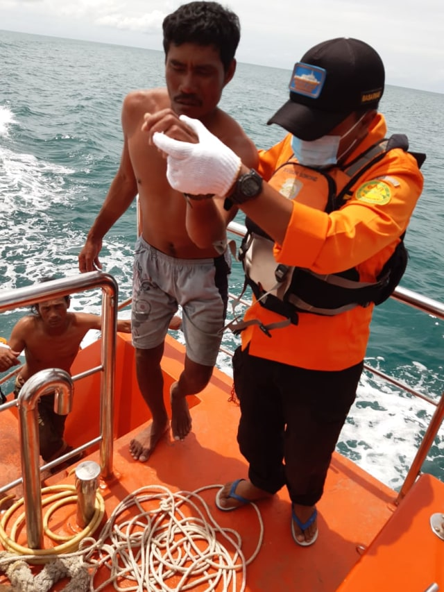 Dua Nelayan yang Hilang di Sorong, Ditemukan Selamat dengan Kondisi Lemas (652835)
