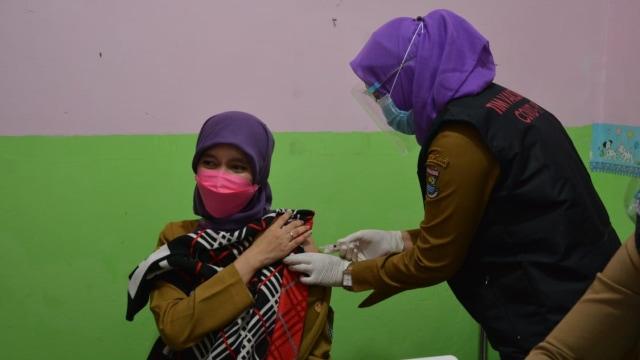 Tak Dibahas di DPR, Komisi IX Minta Vaksin Berbayar Kimia Farma Dibatalkan (722765)