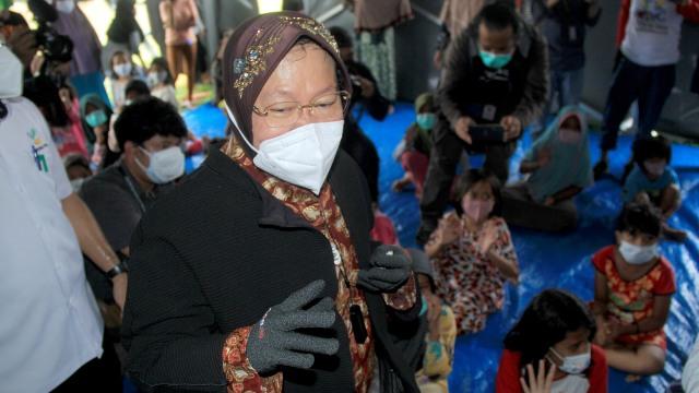 Megawati Minta Risma dan Ribka Tjiptaning Buat Dapur Umum bagi Warga (443928)