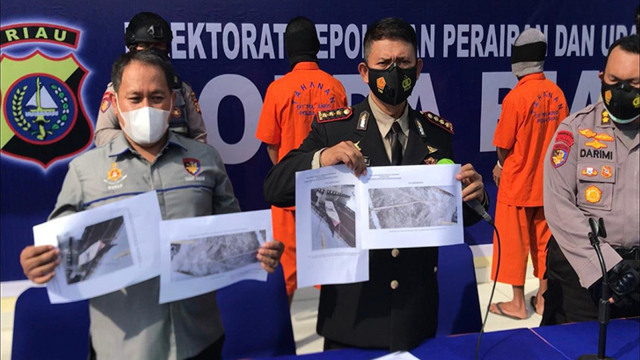 Polairud Polda Riau Bekuk 2 Perompak Kapal Berbendera Liberia  (69171)