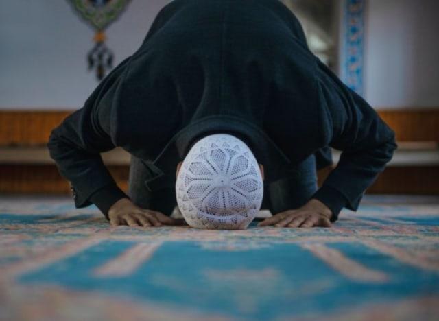Syarat Menjadi Imam Sholat Berjamaah yang Perlu Ditaati (680559)