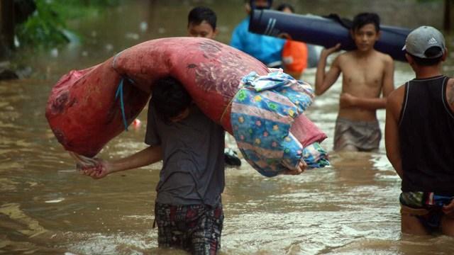 Curhat Korban Banjir Manado: Semua Barang Hanyut Hingga Butuh Kasur untuk Tidur (2009)