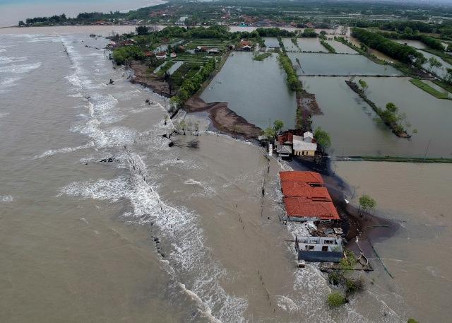 BMKG Minta Masyarakat Sekitar Pantai Waspada Gelombang Tinggi Sepekan ke Depan (142811)