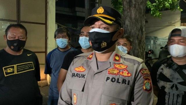 Pria Tanpa Identitas Tewas Usai Loncat dari Lantai 6 Area Parkir Mal Season City (141108)