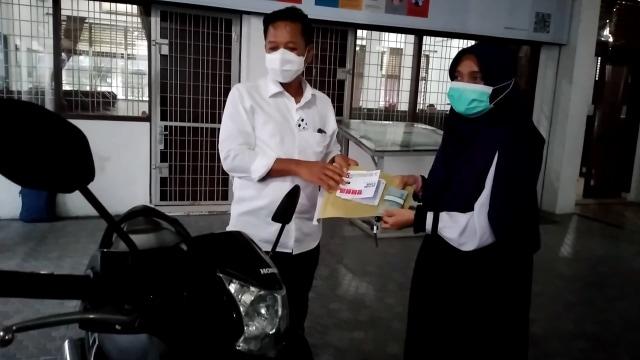 Mahasiswa USU yang Viral karena 'Dosen Minta Maaf' Diberi Motor usai Skripsi (50093)