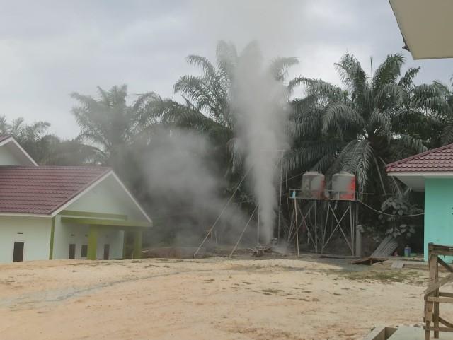 Semburan Gas 5 Meter di Areal Pesantren Al Ihsan Bikin Panik Santri (99758)