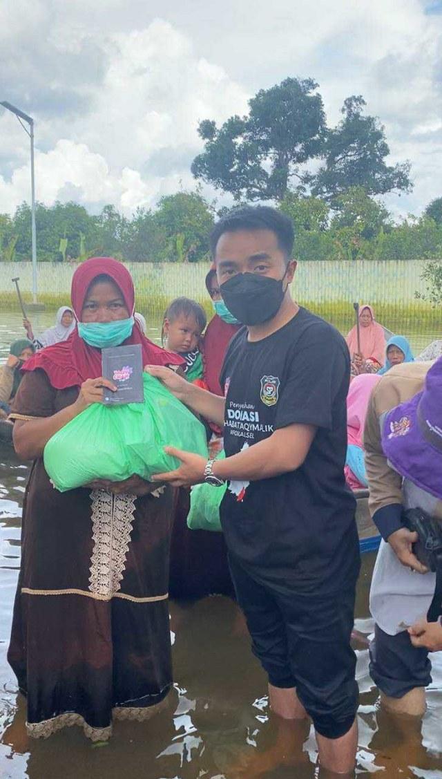 Taqy Malik Salurkan Bantuan Rp 400 Juta dari Ribuan Orang Baik (406156)