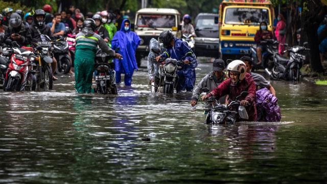 BMKG: Banjir di Semarang Disebabkan Curah Hujan Ekstrem (171)