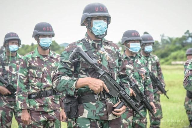 Kerennya Senapan SS2 Terbaru Buatan Pindad yang Dipakai Pengawal Khusus Prabowo (220978)