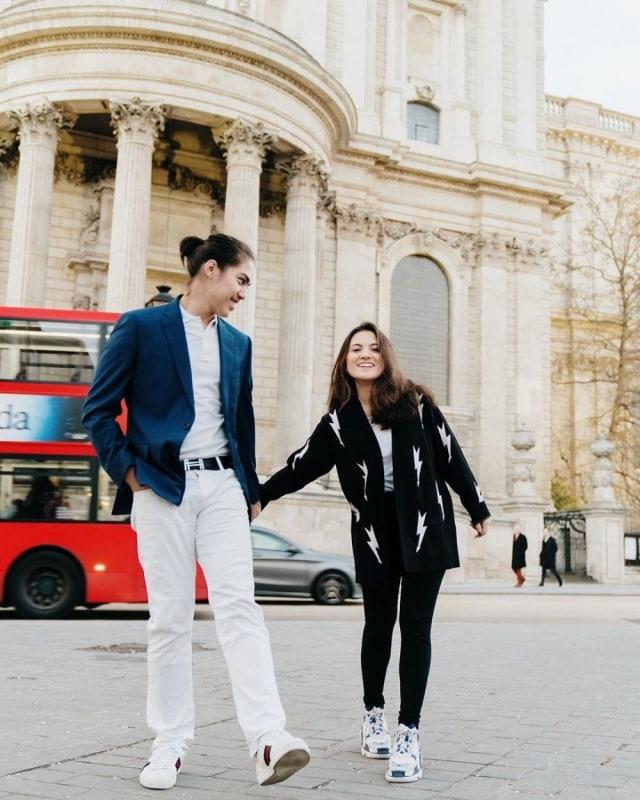 5 Seleb yang Jalin Hubungan dengan Mantan Kekasih Sahabatnya Sendiri (594856)