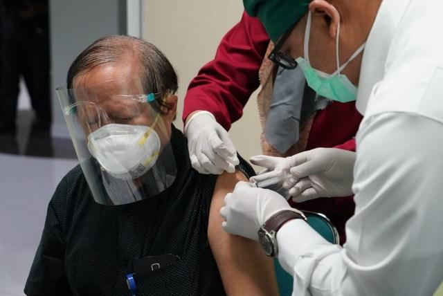 Lansia Berpenyakit Kronis yang Ingin Divaksin Harus Bawa Surat Layak dari Dokter (63706)