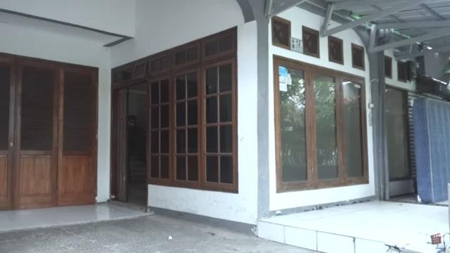 Melihat Rumah Unik Milik Arafah Rianti, Ada Pintu hingga Boneka yang Menggantung (57167)