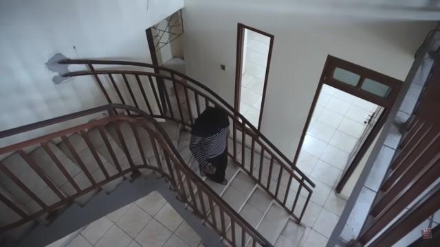 Melihat Rumah Unik Milik Arafah Rianti, Ada Pintu hingga Boneka yang Menggantung (57173)