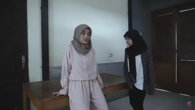 Melihat Rumah Unik Milik Arafah Rianti, Ada Pintu hingga Boneka yang Menggantung (57171)