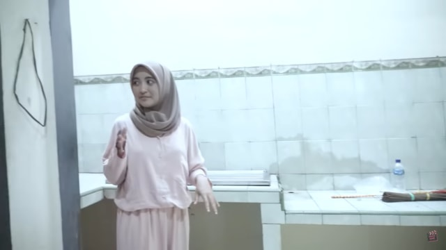 Melihat Rumah Unik Milik Arafah Rianti, Ada Pintu hingga Boneka yang Menggantung (57178)