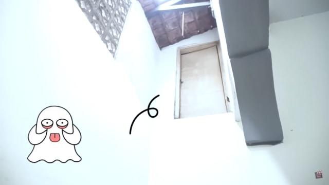 Melihat Rumah Unik Milik Arafah Rianti, Ada Pintu hingga Boneka yang Menggantung (57179)