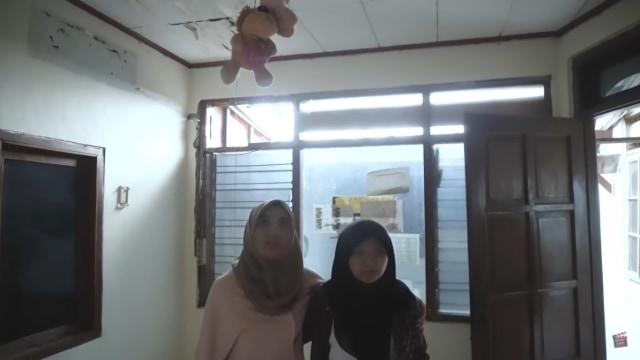 Melihat Rumah Unik Milik Arafah Rianti, Ada Pintu hingga Boneka yang Menggantung (57182)