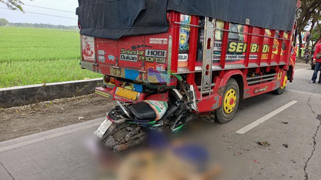 Tabrak Truk dari Belakang, Pengendara Motor di Bojonegoro Tewas di TKP (389813)