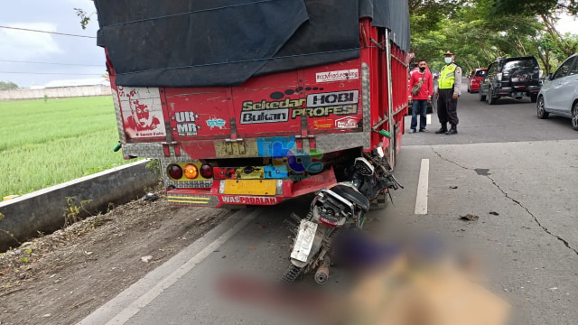 Tabrak Truk dari Belakang, Pengendara Motor di Bojonegoro Tewas di TKP (389814)