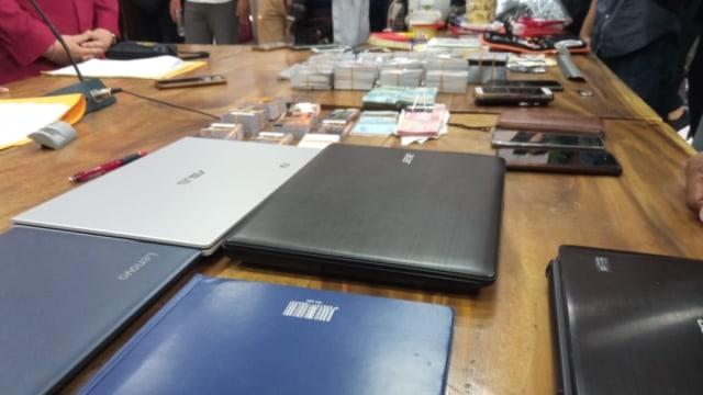 Polisi Tangkap 7 Pelaku Skimming  yang Bobol 1.000 Kartu ATM Nasabah Bank (34908)