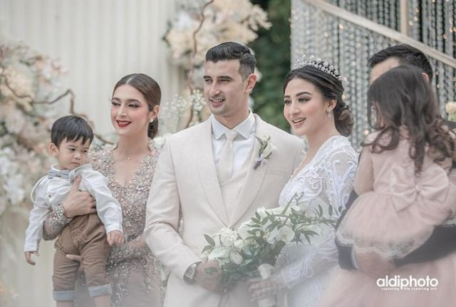 5 Pesona Nabila Syakieb di Acara Pernikahan Ali Syakieb dan Margin Wieheerm (90290)