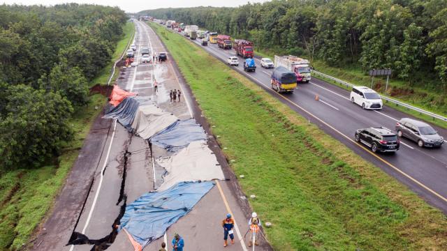 Perbaikan Jalan Tol Cipali yang Amblas sampai 1,5 Bulan, Ini Rute Alternatifnya (288433)
