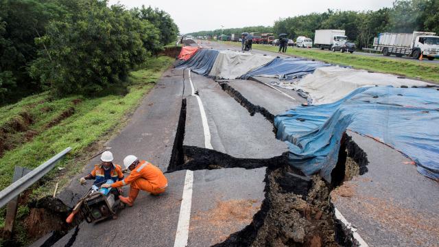 Perbaikan Jalan Tol Cipali yang Amblas sampai 1,5 Bulan, Ini Rute Alternatifnya (288432)