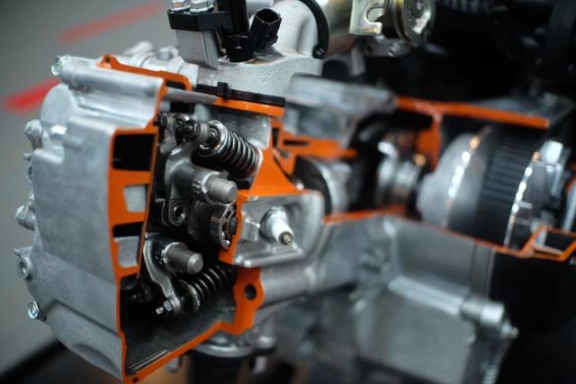 Kompresi Mesin Honda PCX 160 Melebihi Ninja ZX-25R, Boleh Minum Pertalite? (74509)