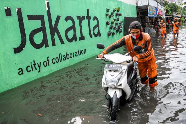 Motor yang Terendam Banjir Wajib Kuras Tangki, Ini Kisaran Biayanya (335306)