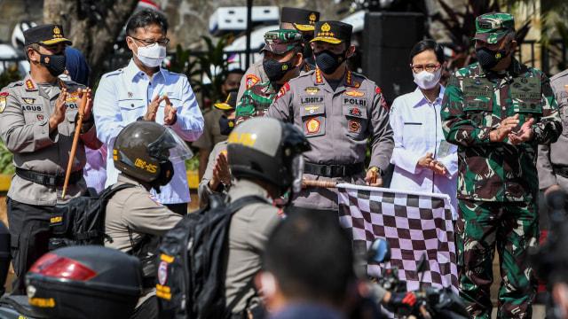 Foto: Kapolri Lepas Puluhan Ribu Polisi 'Pemburu' Kasus COVID-19 di Daerah (4022)