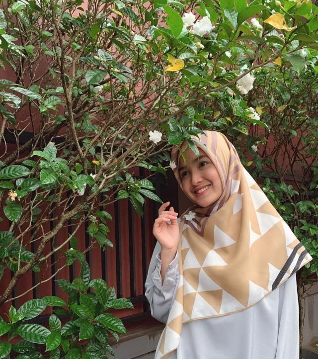 Bikin Adem, 7 Pesona Cut Syifa yang Kini Mantap Pakai Hijab (19938)