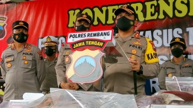 Polisi Ungkap Dalang Pembunuhan 1 Keluarga Pemilik Padepokan Ongko Joyo (75599)