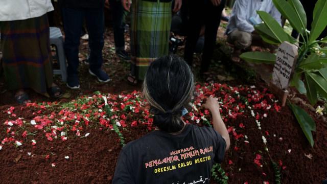 Potret Pemakaman Yuri Anurawan 'OM PMR' (75302)