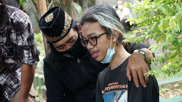 Potret Pemakaman Yuri Anurawan 'OM PMR' (75300)