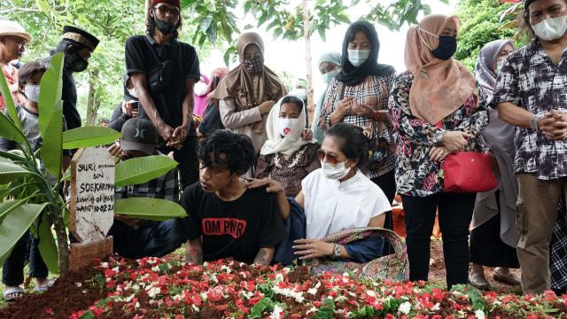 Potret Pemakaman Yuri Anurawan 'OM PMR' (75299)
