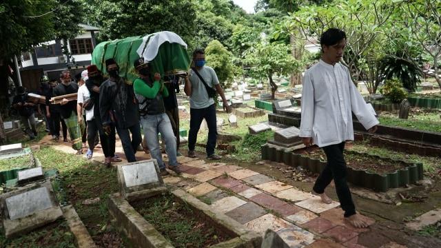 Potret Pemakaman Yuri Anurawan 'OM PMR' (75298)