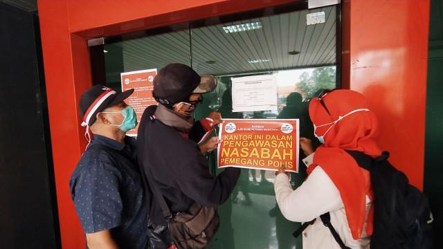 Nasabah Geruduk Kantor Asuransi Bumiputera Malang (11660)