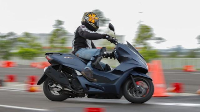 Kompresi Mesin Honda PCX 160 Melebihi Ninja ZX-25R, Boleh Minum Pertalite? (74507)