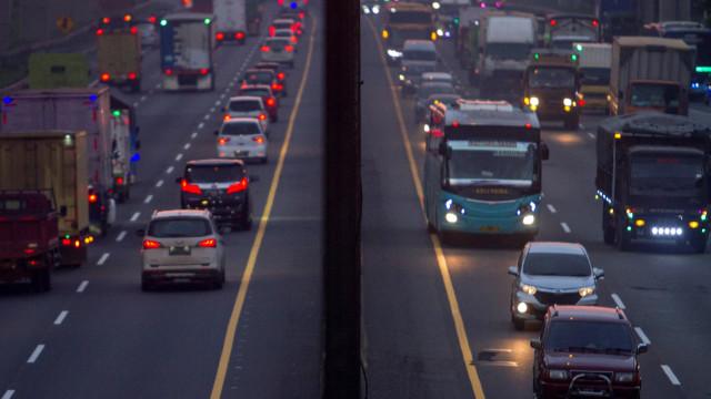 Berita Menarik: Antisipasi Tol Jakarta-Cikampek Padat; Tips Sebelum Beli Mobil (531184)