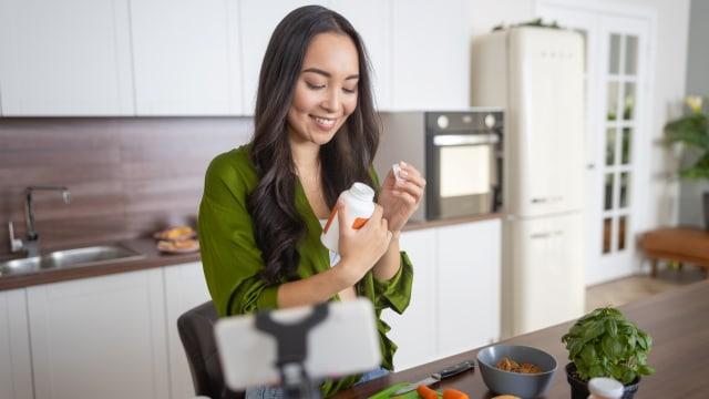 Konsumsi Vitamin D Bisa Cegah COVID-19, Benar Enggak Ya? (37801)