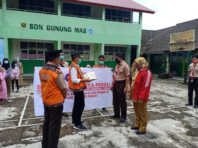 Terima Bantuan dari Kwarcab Kabupaten Lebak, Kwarran Cisarua Langsung Salurkan (75922)